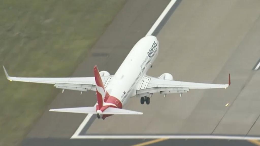Coronavirus: New cases force Victoria to turn away international flights