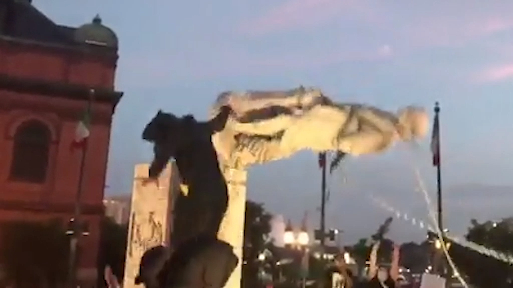 US Protests: Baltimore protesters topple Christopher Columbus statue