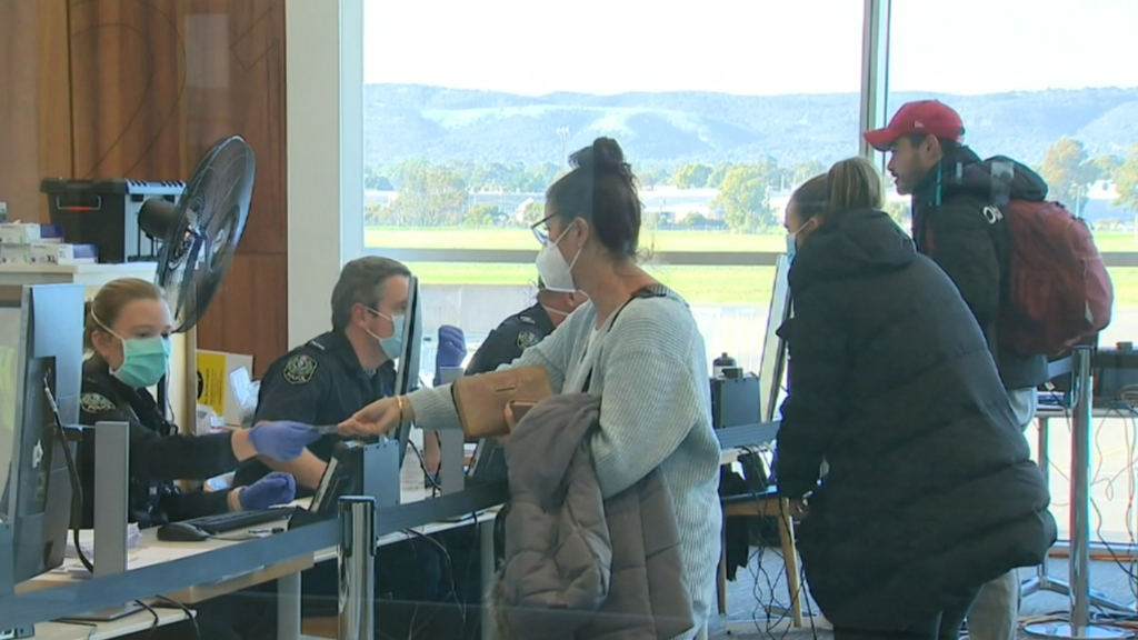 Coronavirus: Passengers arrive in SA to escape Melbourne lockdown