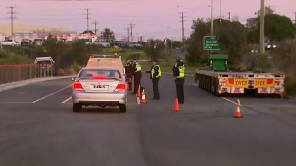 Coronavirus: Police crackdown at Melbourne checkpoints