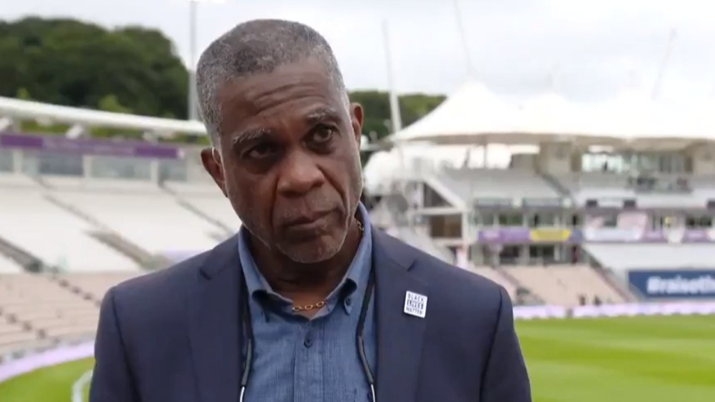 Cricket great breaks down discussing racism