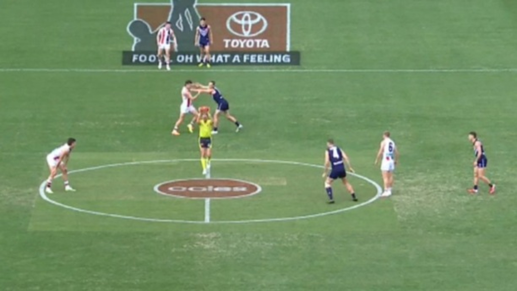 Fremantle go the wrong way to start the game
