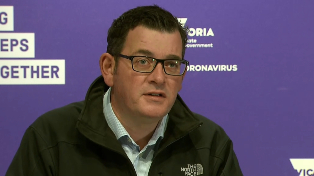 Coronavirus: 700,000 Victorian students to return to remote learning