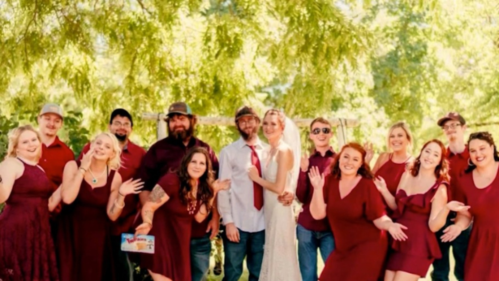 A bride's near-disaster wedding day was saved by five total strangers