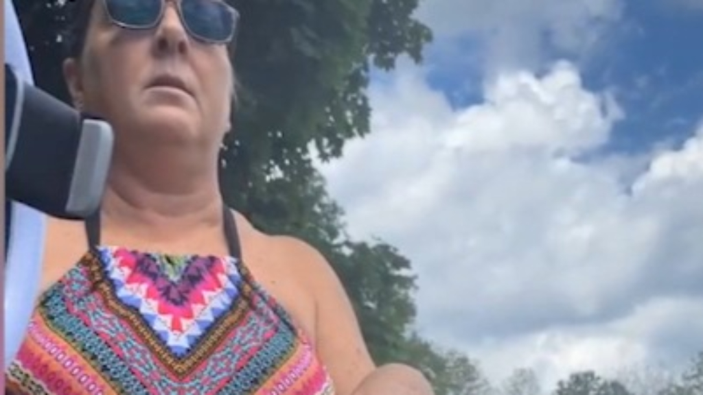 'Karen' tells woman in bikini at the beach to 'cover up'