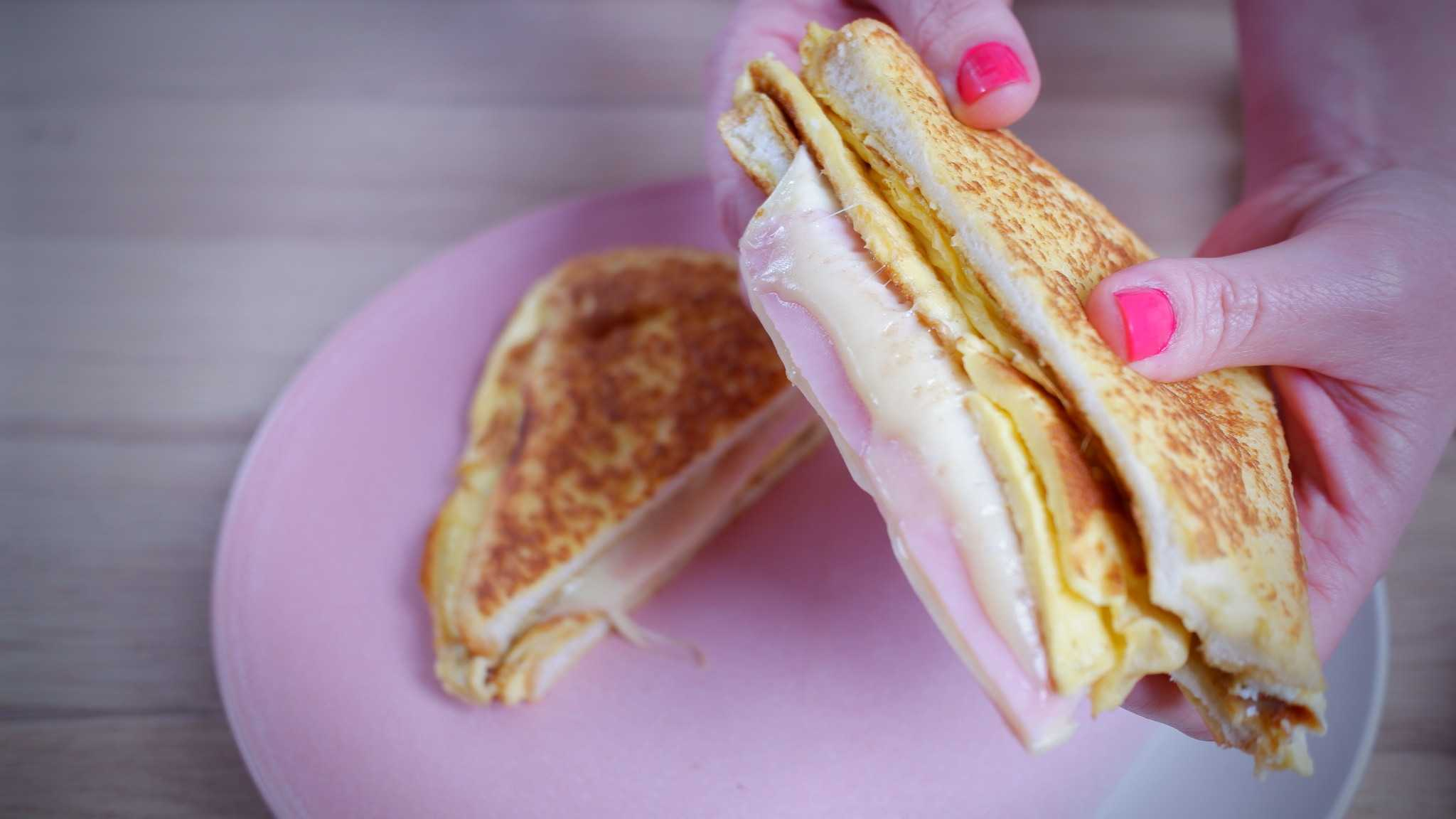 9Honey Every Day Kitchen: This is how you do that omelette egg bread hack