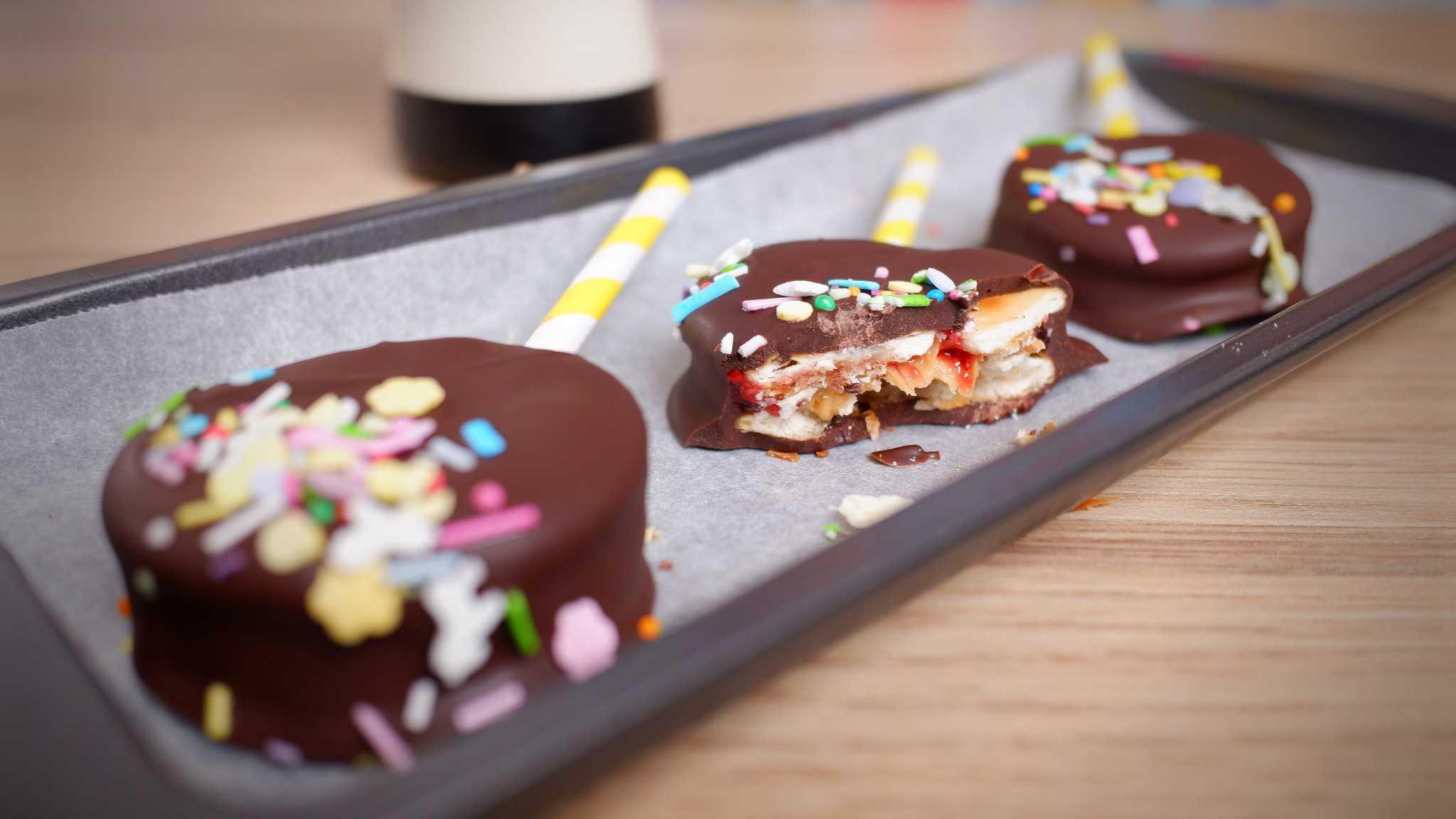9Honey Every Day Kitchen: This is the cheekiest peanut butter jam and chocolate Jatz hack yet