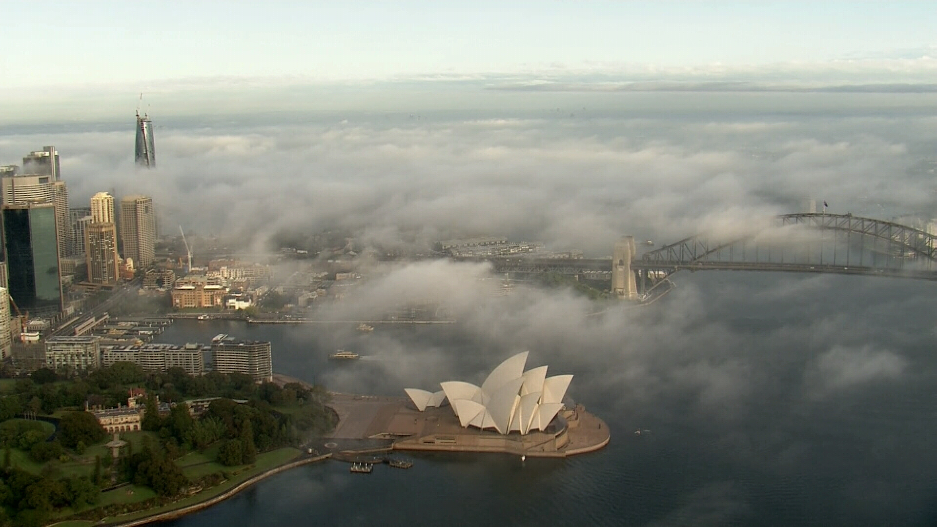 Thick fog sweeps through Sydney