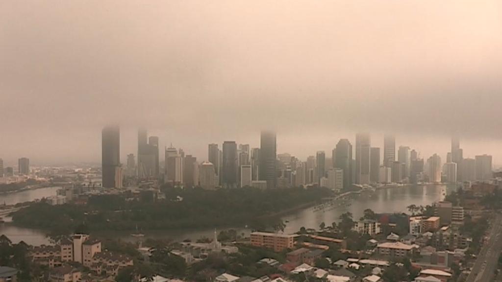 Thick fog blankets south-east Queensland on start of Ekka long weekend