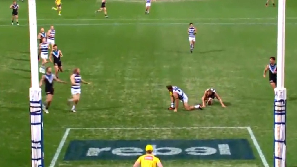 Tom Hawkins scores for Geelong