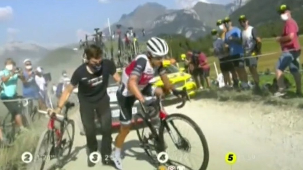 Porte punctures tyre at TDF
