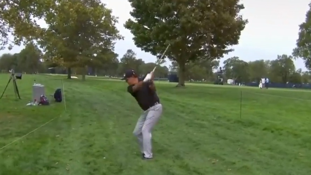 Mickelson's super recovery from the trees