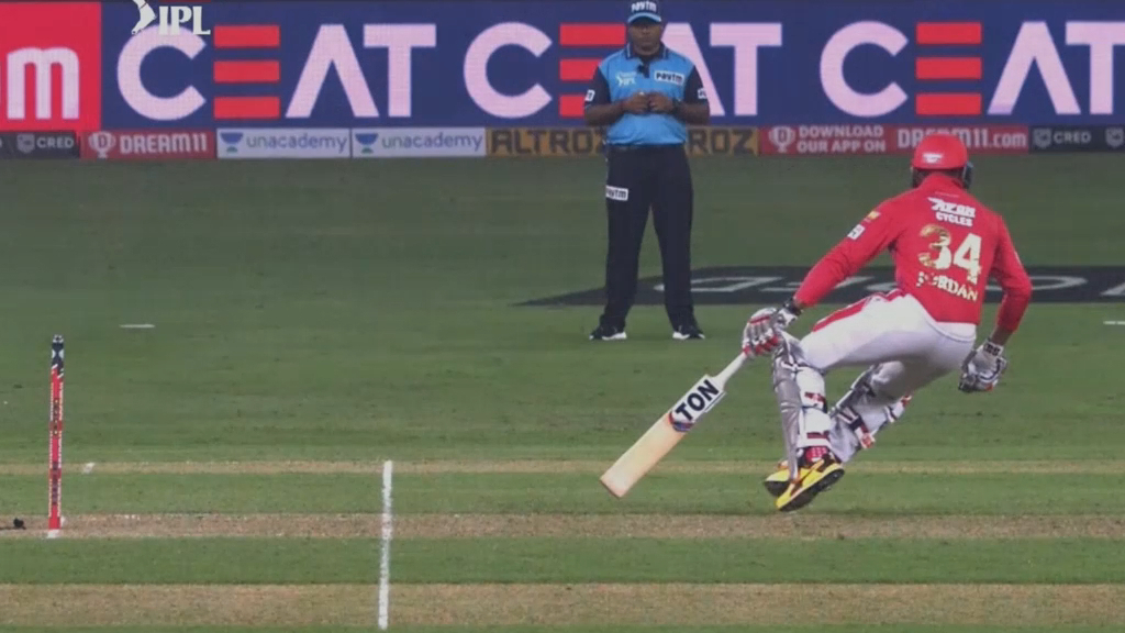Umpiring blunder costs Kings XI