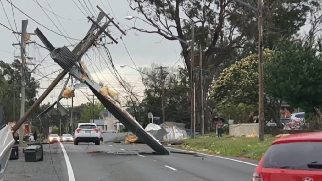 Sydney smashed by fast-moving storm