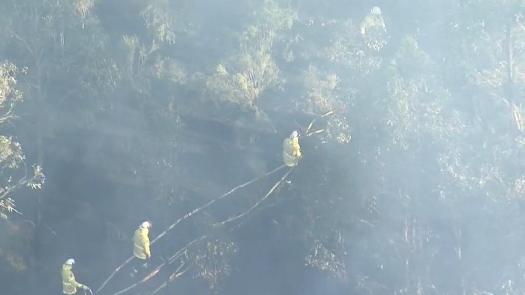Bushfire burns near Western Sydney homes