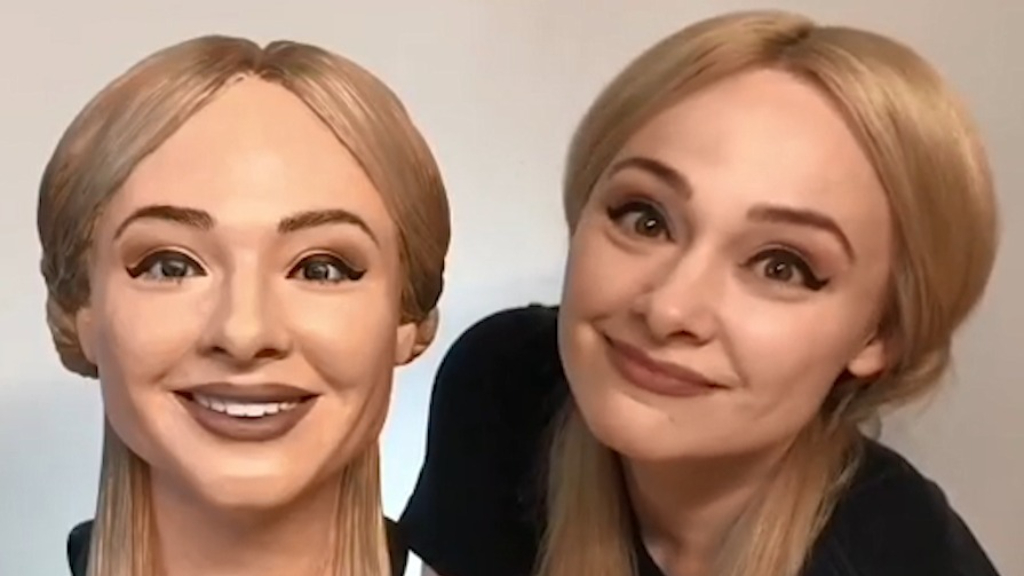 Texas baker's 'selfie' cake is haunting the internet