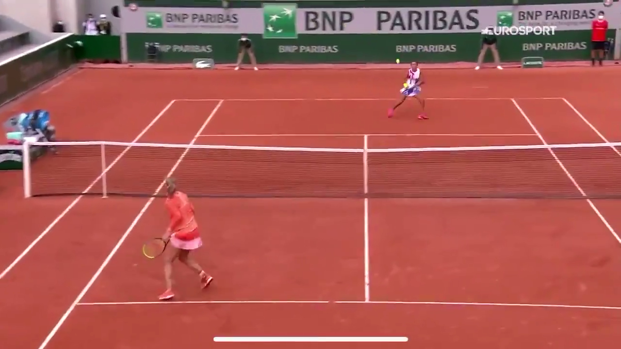 Errani mocks Bertens leg injury