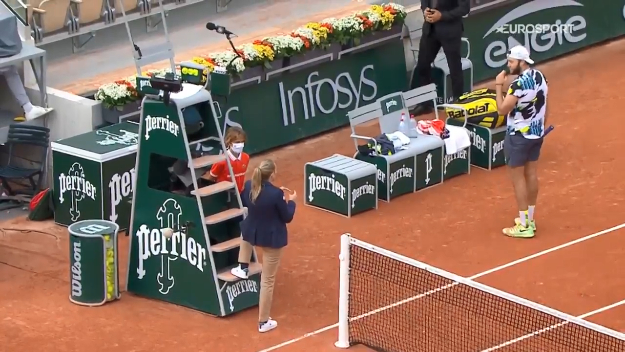 Sock's fiery exchange with chair umpire