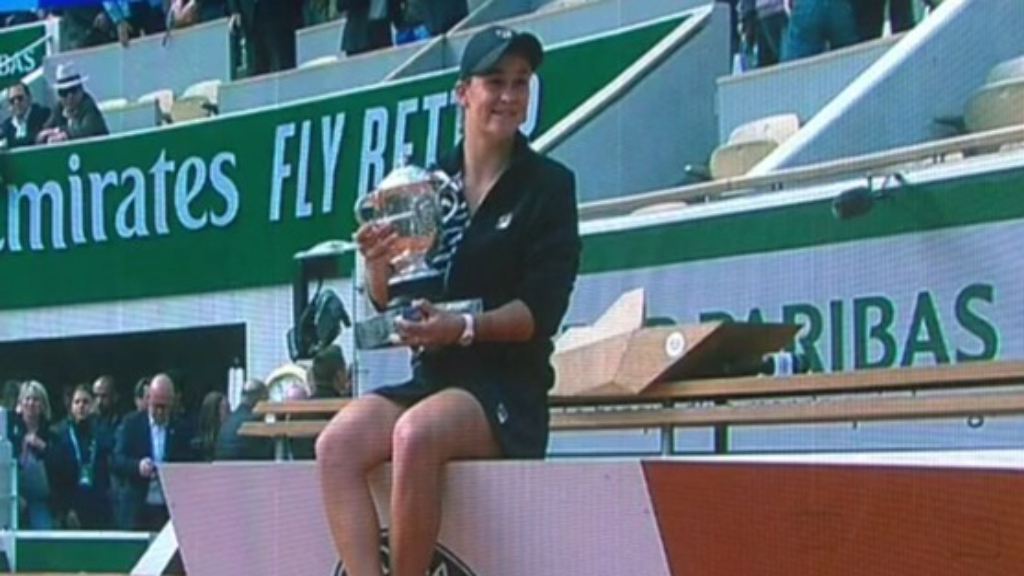 Barty ends 2020 as world no.1