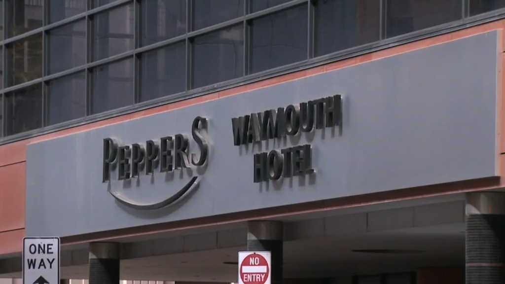 Coronavirus: SA Health working to find out how virus spread within Peppers Hotel