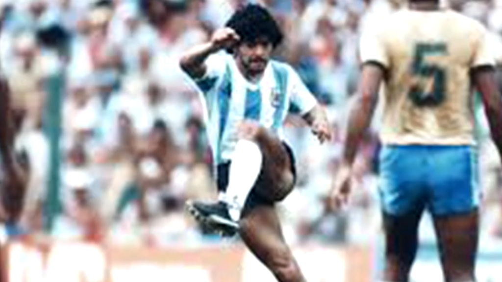Foster pays tribute to Maradona