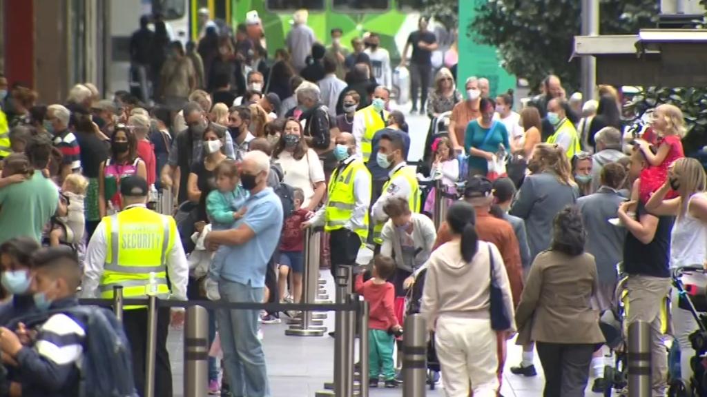 Coronavirus: Victorian Premier rules out home based quarantine for returning internationals