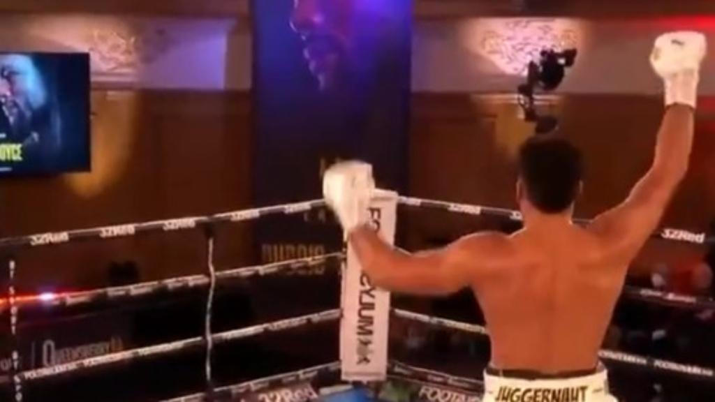 Joyce beats Dubois by TKO