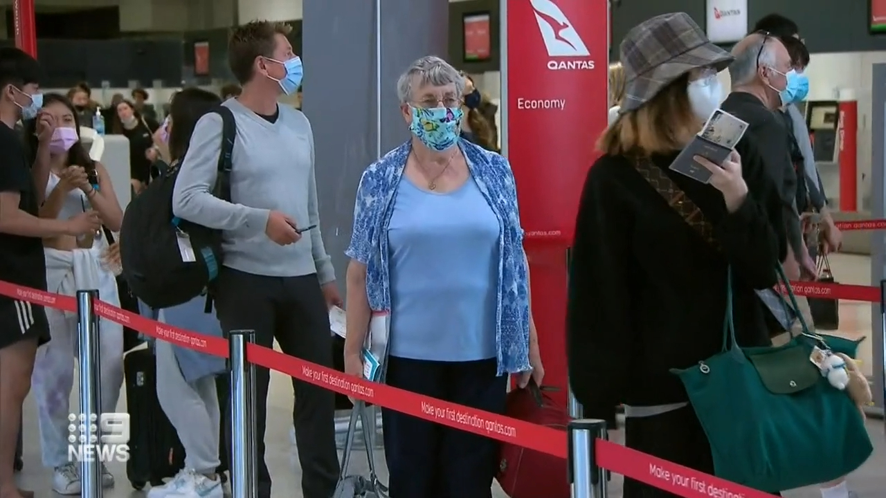 Coronavirus: Families reunite as border reopen to Victorians