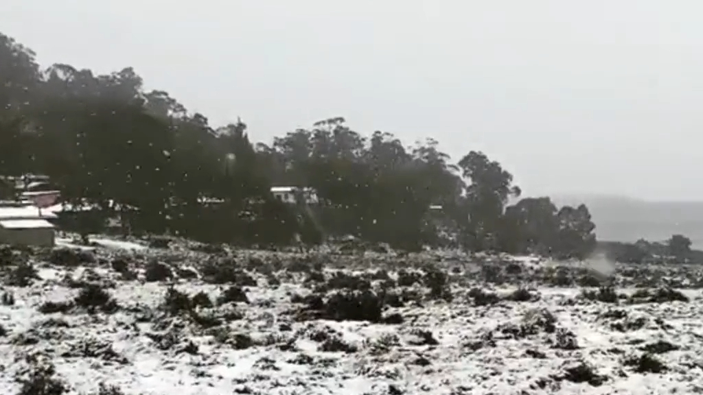 Snow falls in central Tasmania