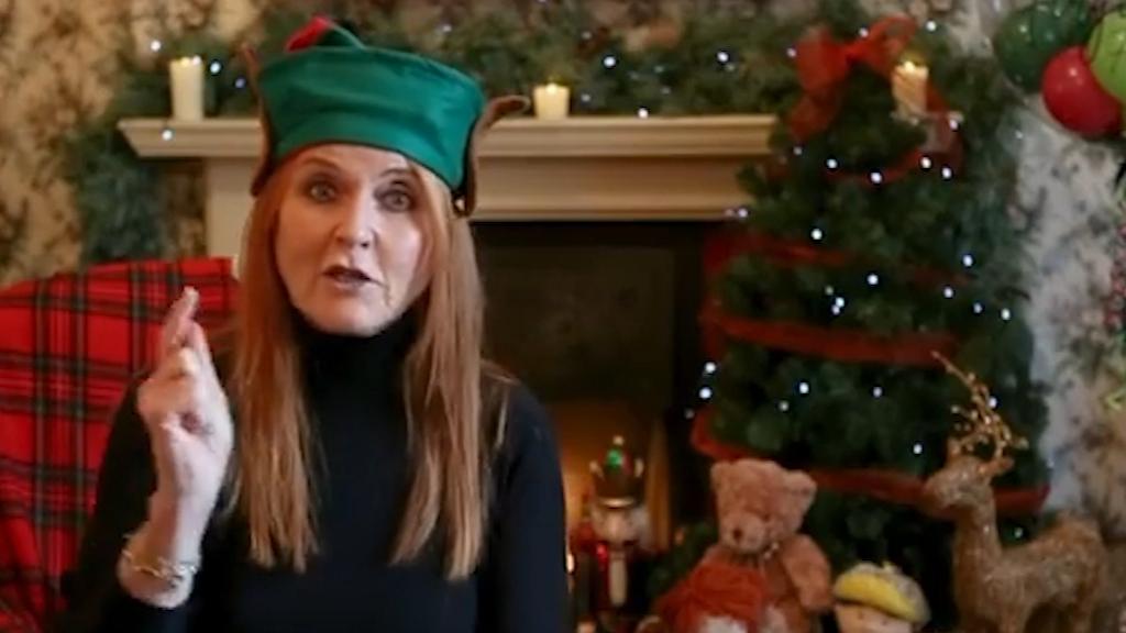 Sarah Ferguson posts Christmas elf video