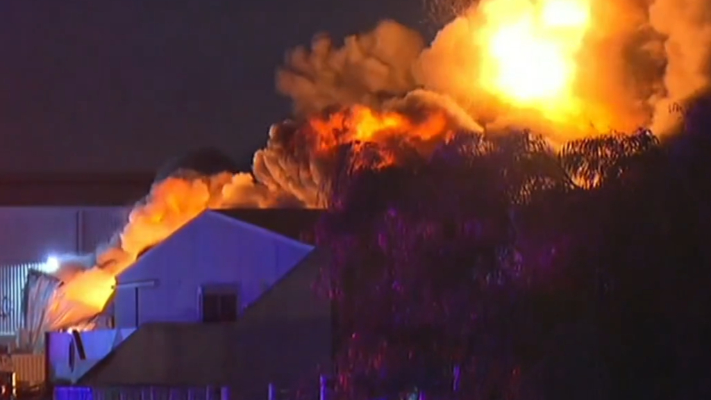 Perth factory fire creates toxic smoke