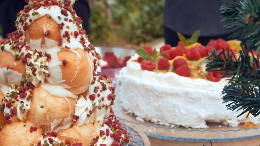 Woolworths debuts jaw-dropping Christmas croquembouche