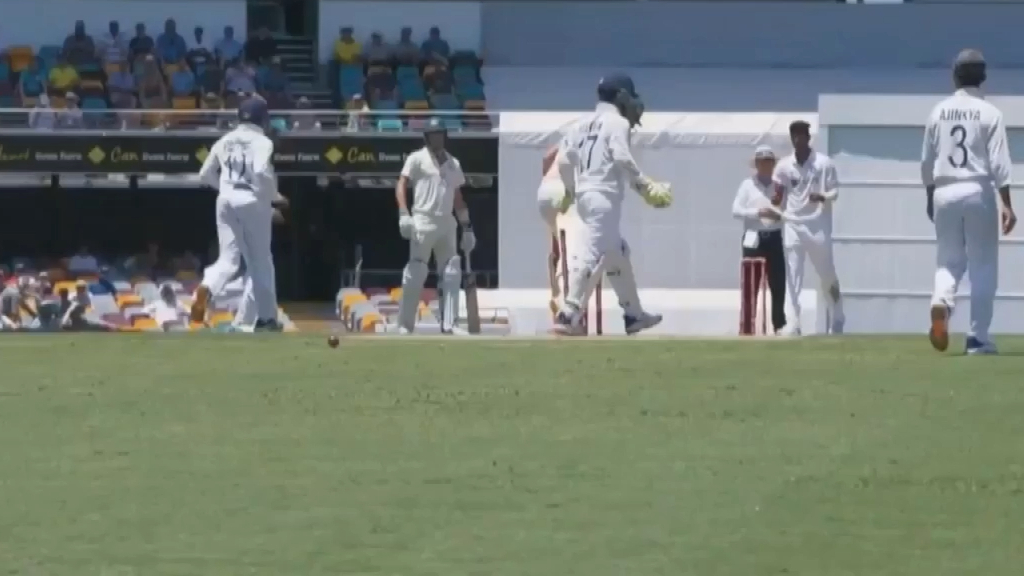 Washington Sundar grabs his second Test wicket as Cameron Green departs