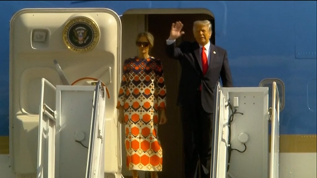 Trump arrives in Florida as Biden arrives at inauguration