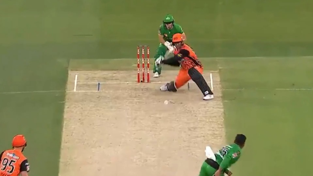 Colin Munro goes all the way for six