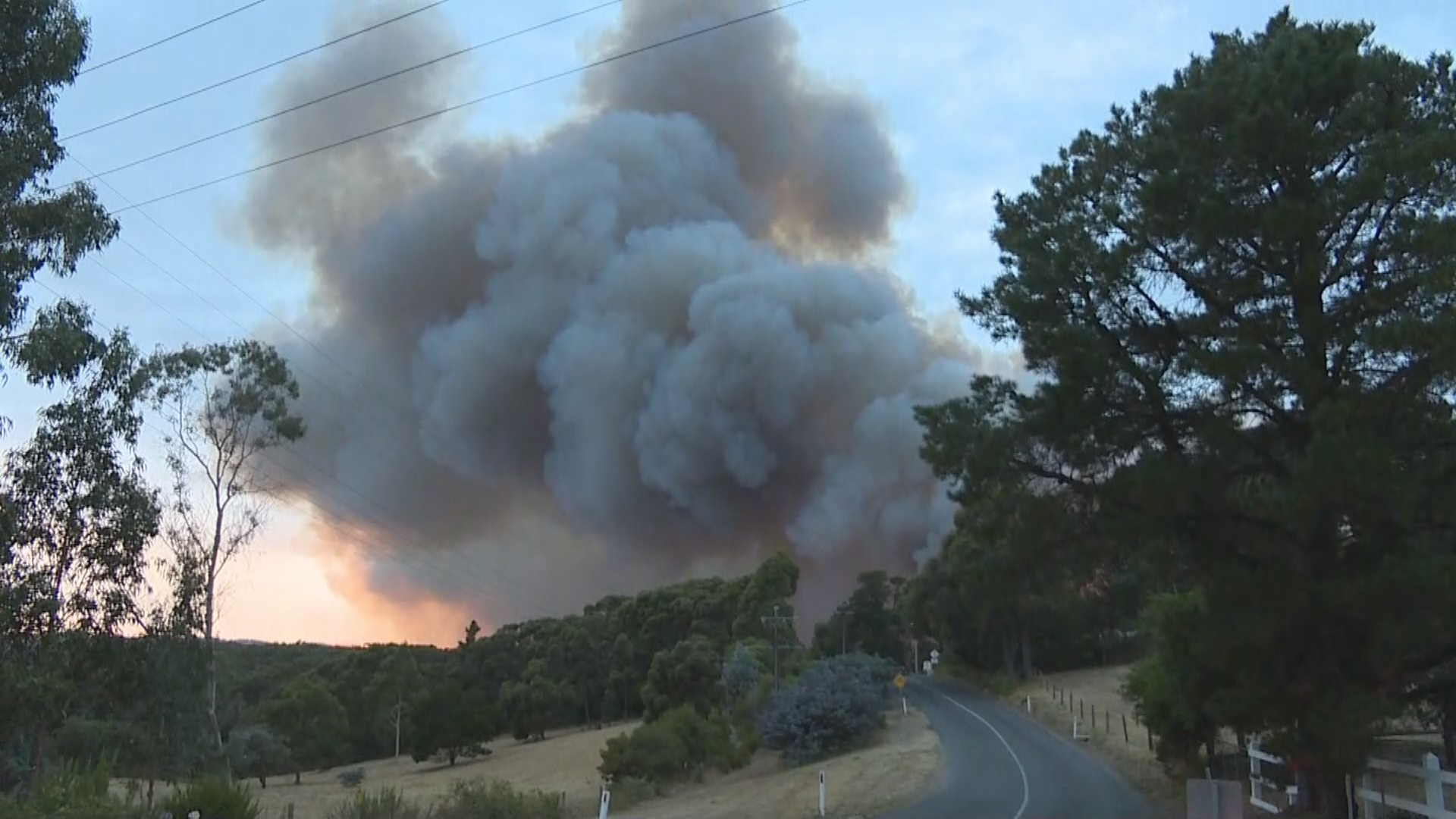Emergency warnings after South Australian bush fire