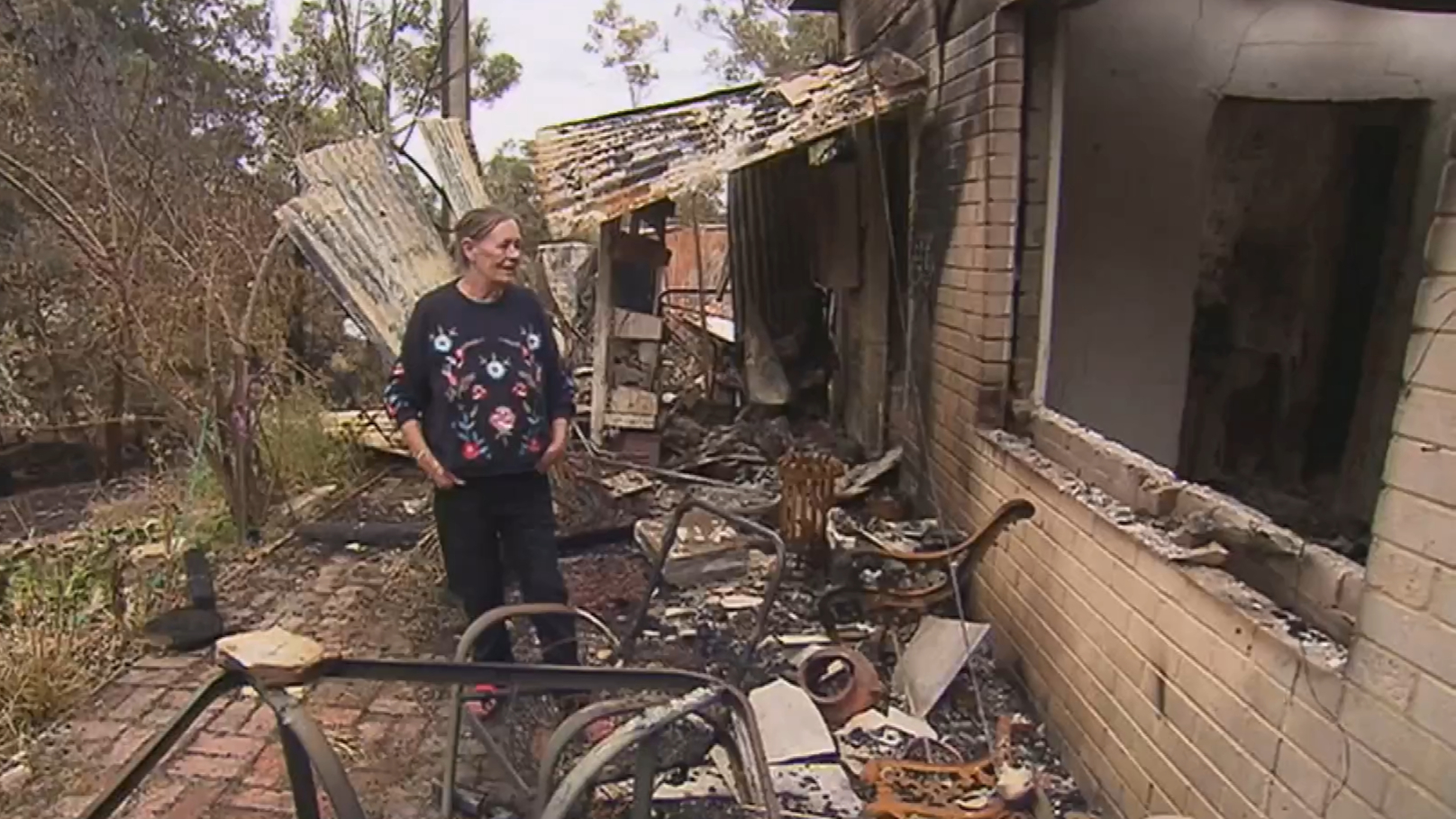 SA residents return to their homes after Cherry Gardens fire