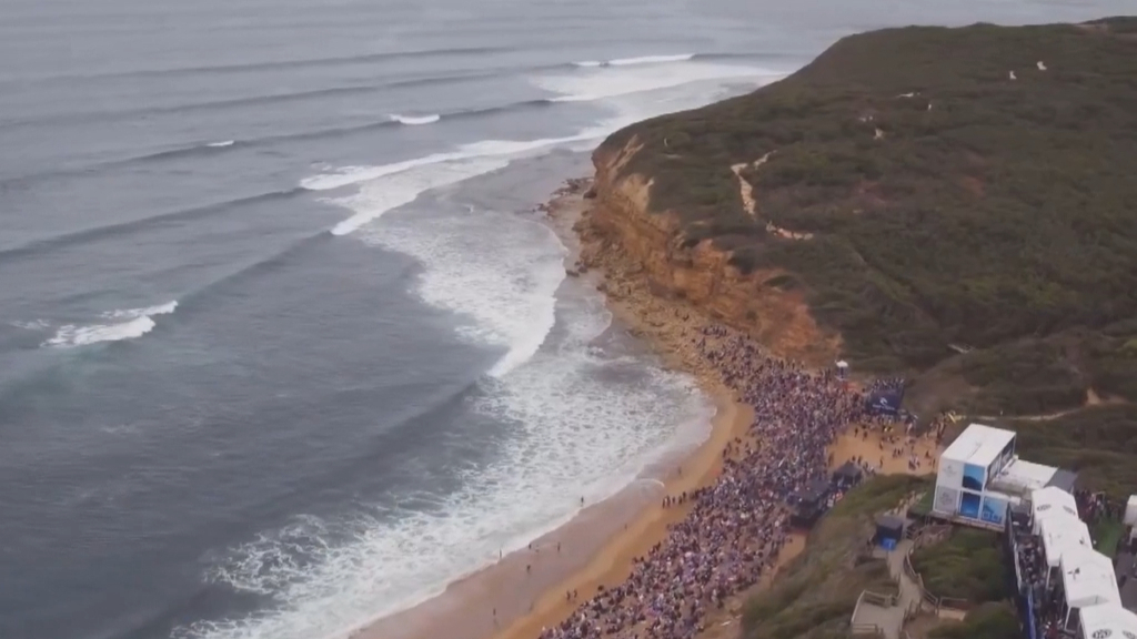 Bells Beach loses Easter surfing slot