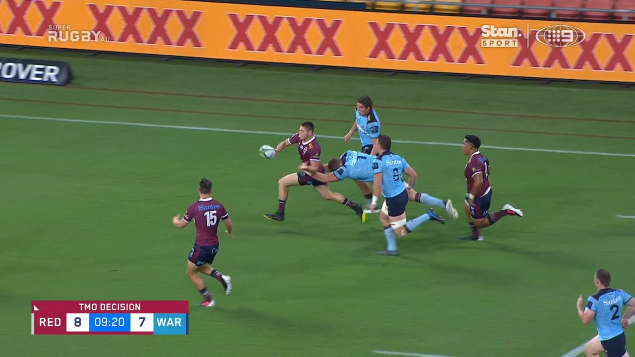 Reds awarded controversial try