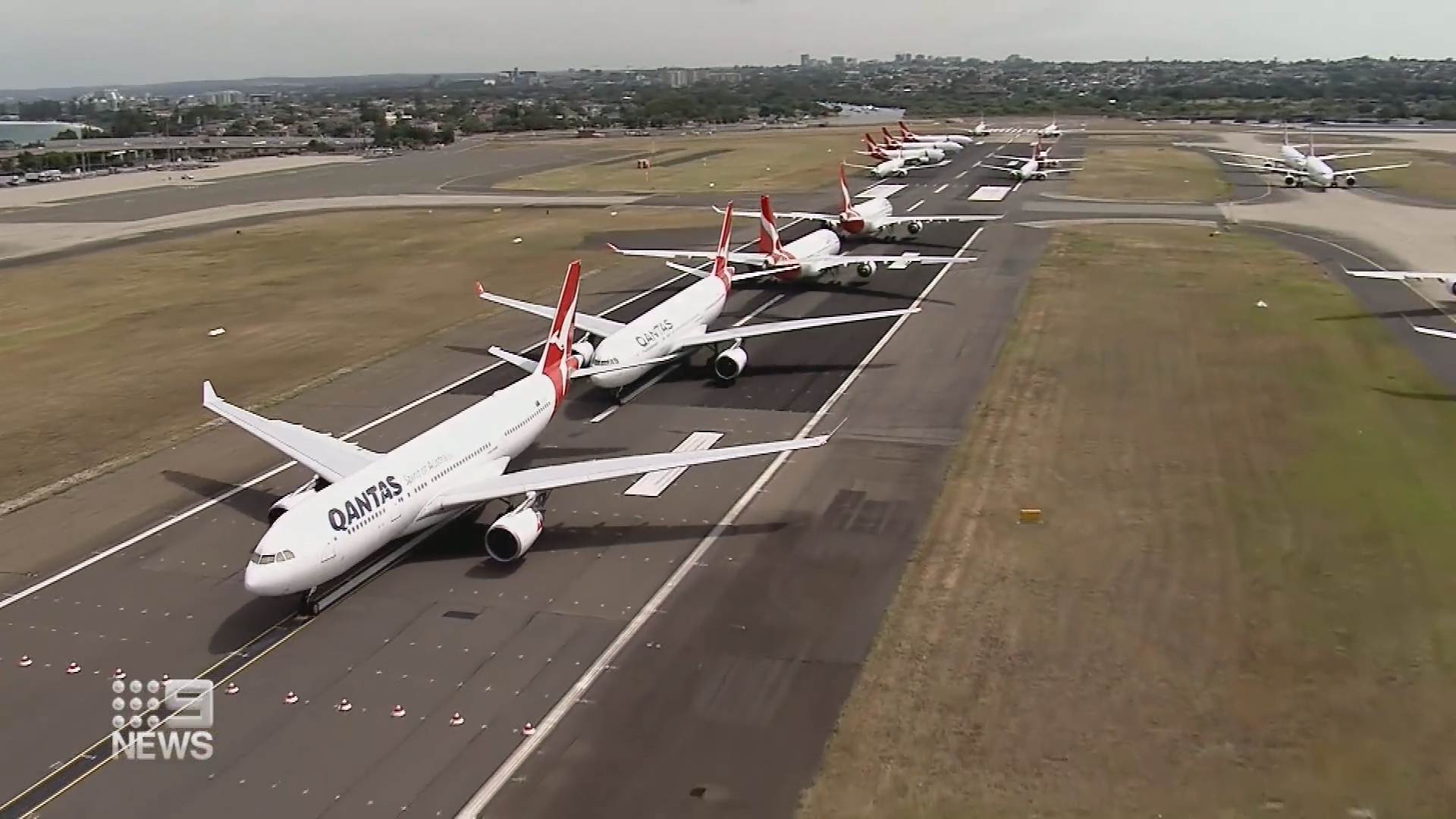 Qantas hopes to resume international flights in October