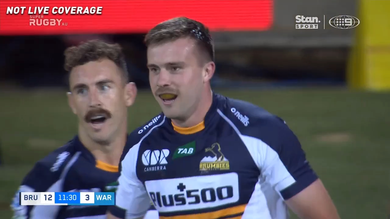 Outstanding Brumbies team try