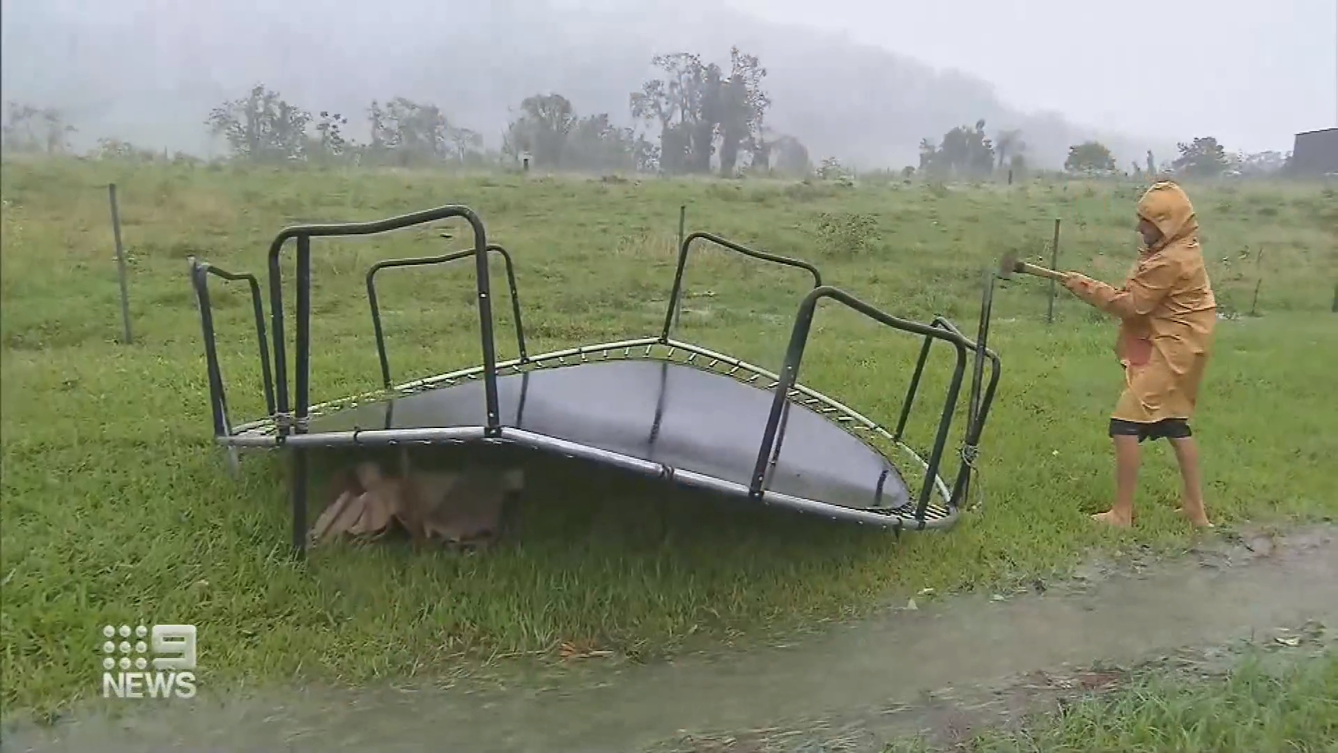 Queensland put on cyclone watch
