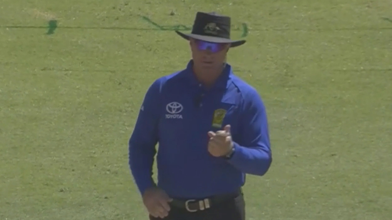 Umpire changes his decision