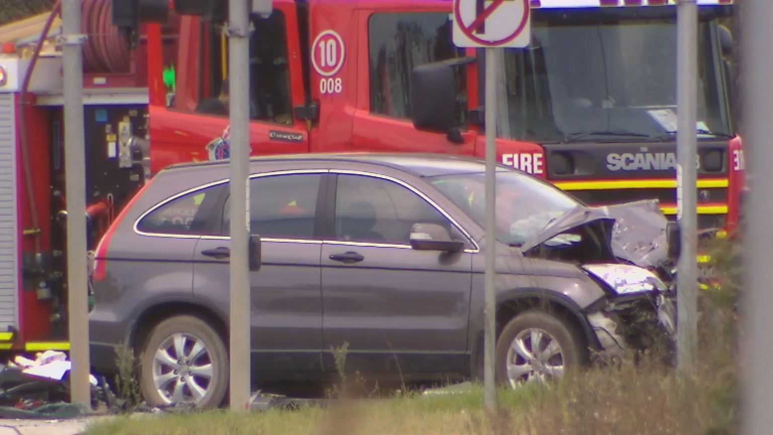Melbourne highway crash leaves one critical