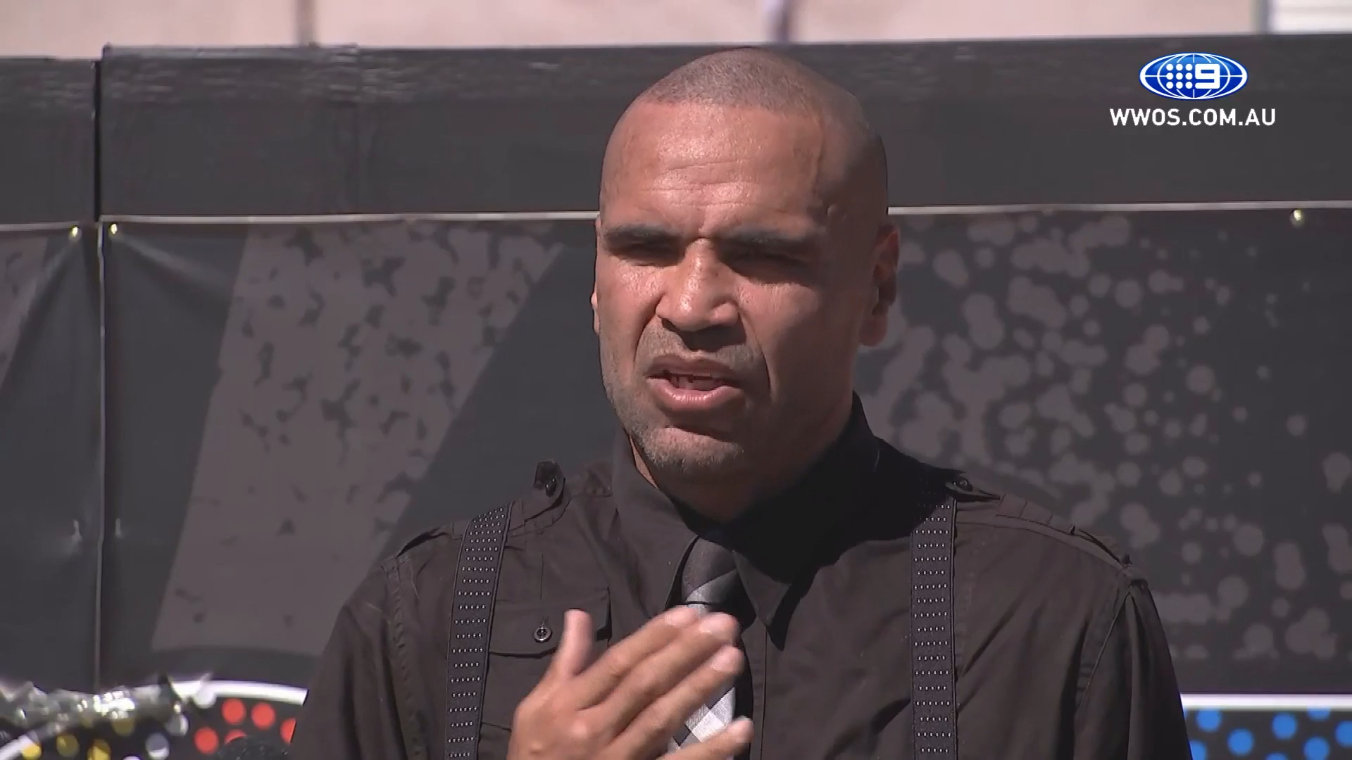 Mundine apologizes for offending people