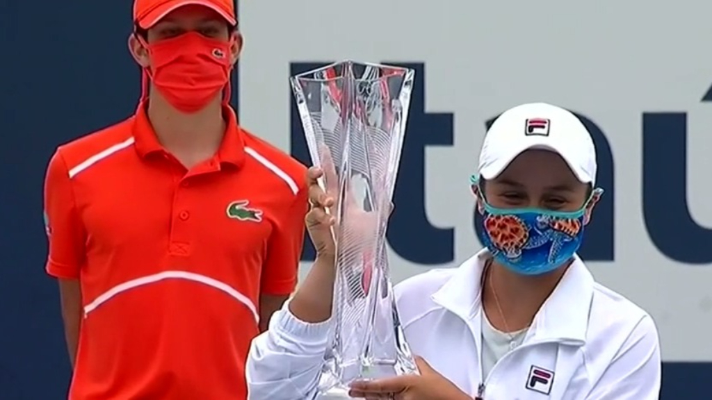 Barty defends Miami Open title
