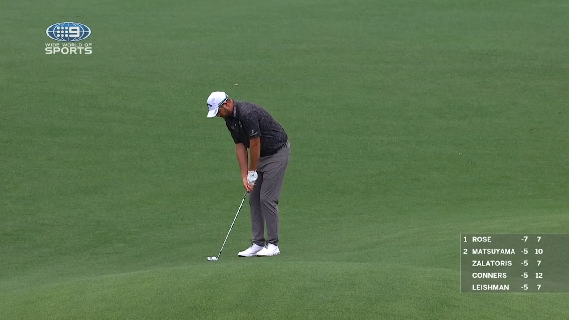 Leishman challenges for lead