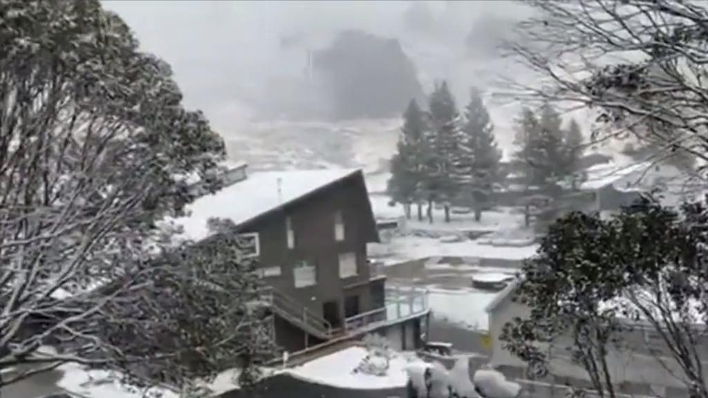 Antarctic blast bringing snowfall to southern states of Australia