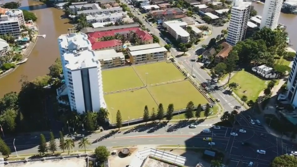 Abandoned Gold Coast bowls club back on market