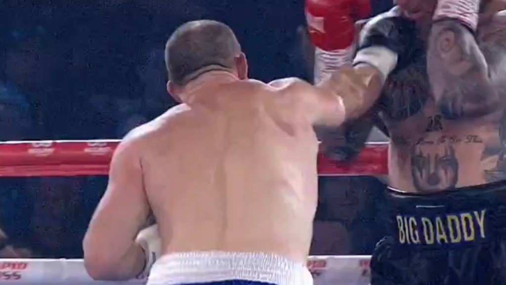 Gallen beats Browne by first-round TKO